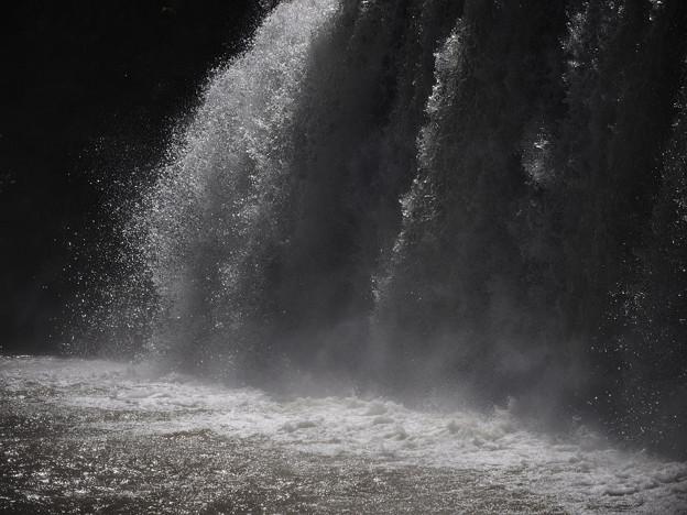 151002_山梨県北杜市・白州・尾白の森名水公園「べるが」_堰堤_FA0263404_MZD60M_X6As