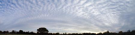 雲に映る雲の影