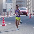 写真: ゴールを目指す中央学院大学小川貴弘選手