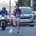 Photos: 新八ツ山橋を越えた明治大学山田稜選手