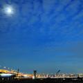 高速像路とスカイツリーと京成電車の光跡