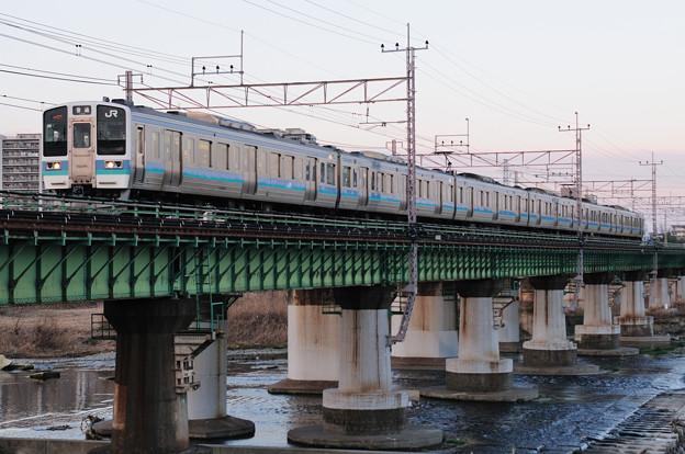 多摩川橋梁を渡る211系普通電車