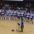 写真: GSSが第4セットも制して勝利。ホームゲームイベント始まったよー。浜松を中心に活動するシンガーソングライター朋さんによる応援ソングに選手一同手拍子で横揺れ。