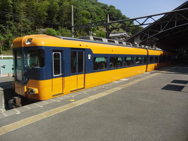 吉野駅停車中の16010系。
