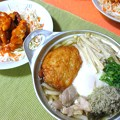 Photos: 鍋焼きうどんとバッファローチキンサラダ