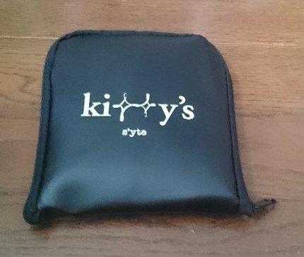 GLOW キティのモノグラム柄 たためるバッグ