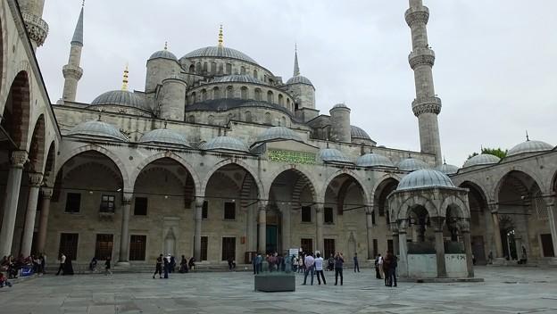 Istanbul  Blue Mosque (Sultanahmet Camii) <スルタンアフメット(ブルーモスク>