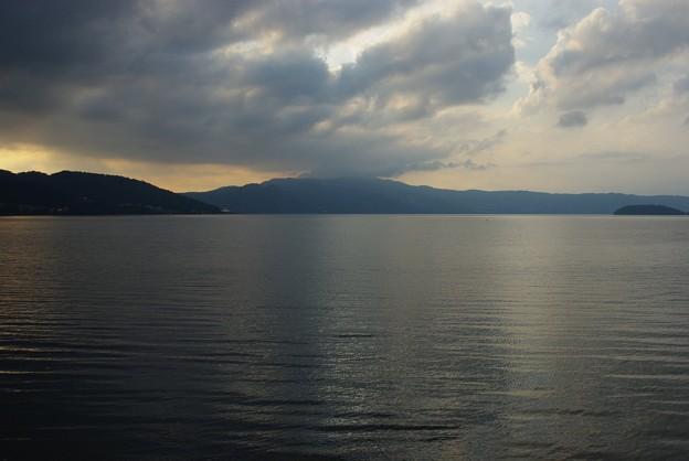日も落ちてきた頃の洞爺湖