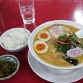 写真: 郡山市の日和田製麺所さんでみそ中華そば(煮たまごトッピング) ごはんと高菜は無料