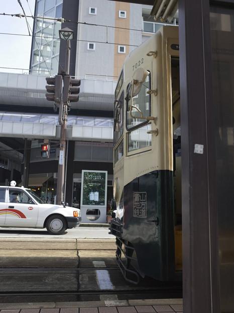 市電とタクシー
