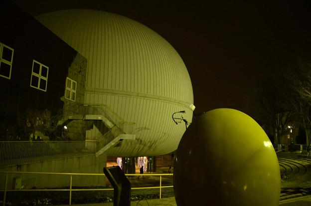 1月30日、多摩六都科学館-サイエンスエッグ夜景