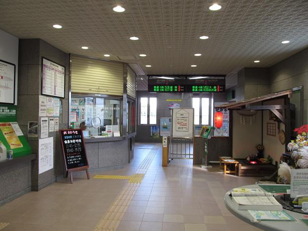 雫石駅改札口