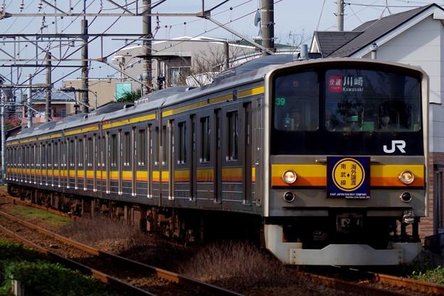 「南武線→海外譲渡」ヘッドマークを掲げ快速運用に就く205系ナハ39編成