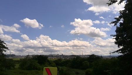 雲がながれている。
