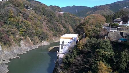 相模ダム 渓谷