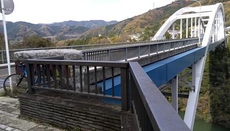 橋。中央高速