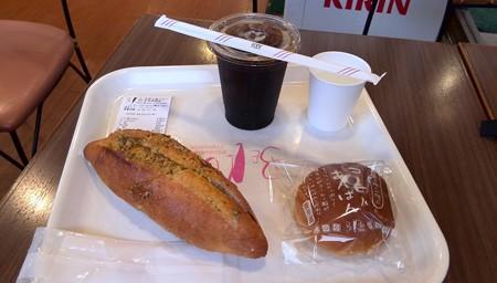 ガーリックパンとコーヒーアンパン