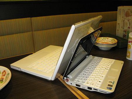 2009.11.03 MacBook と AspireOne