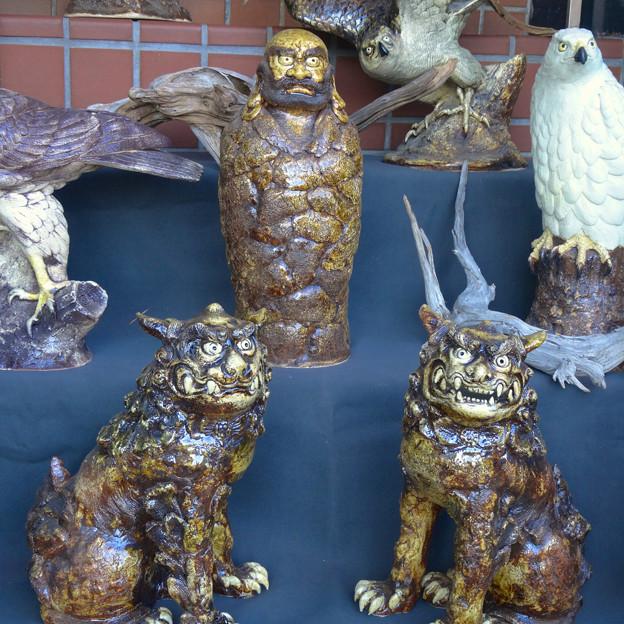 せともの祭 2014 No - 057:厳しい顔をした達磨と狛犬