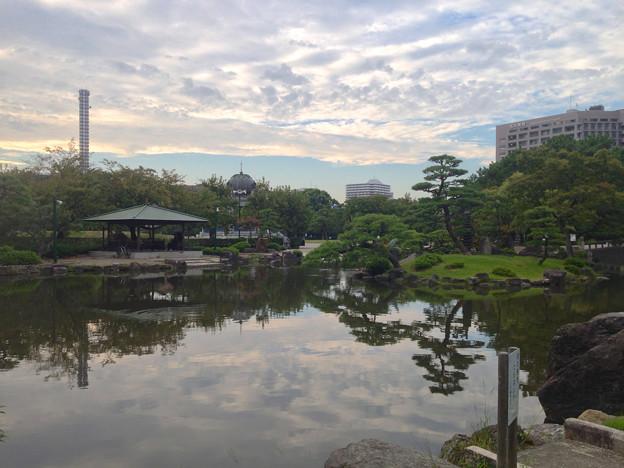 夕暮れ時の鶴舞公園・胡蝶ヶ池 - 2