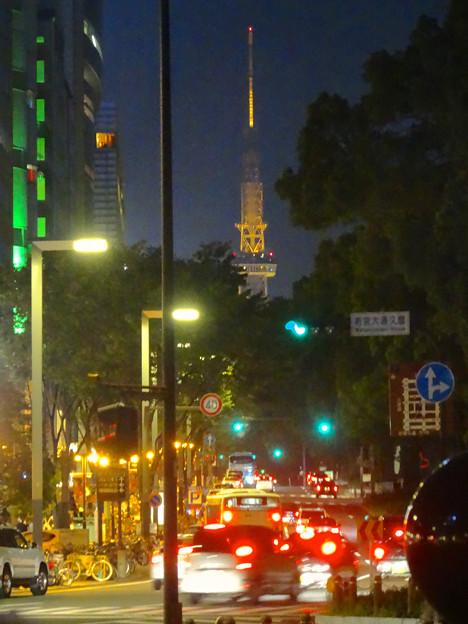 写真: 夜の久屋大通、遠くに名古屋テレビ塔 - 1