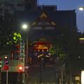 写真: 夜の成田山名古屋栄分院「萬福院」