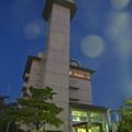 写真: スカイワードあさひ No - 092:建物外観(夜、真下から見上げる)