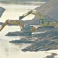 Photos: 庄内川:中洲の掘削作業中?それとも川底を深くしてる? - 2