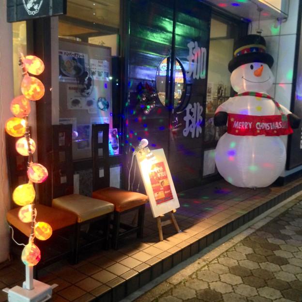 地下鉄「名古屋港」駅前の喫茶店に、大きなスノーマン! - 1