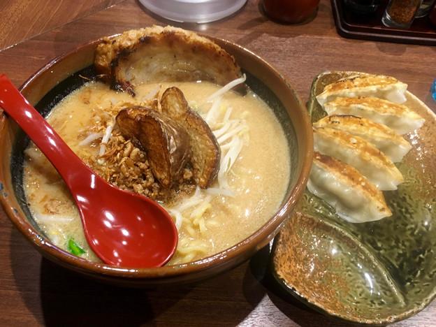 麺場 田所商店:北海道味噌ラーメン(炙りチャーシュートッピング)と餃子