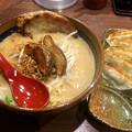 写真: 麺場 田所商店:北海道味噌ラーメン(炙りチャーシュートッピング)と餃子