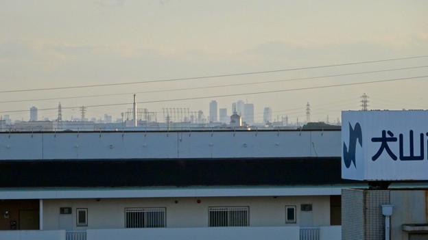 イトーヨーカドー犬山店の駐車場から見えた、名駅ビル群とザ・シーン城北 - 2