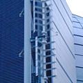写真: 勢い良く回っていた、名古屋市科学館側面の風力発電の風車(?) - 3