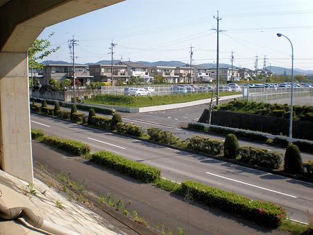 県道195号:光ヶ丘第二駐車場出入り口前