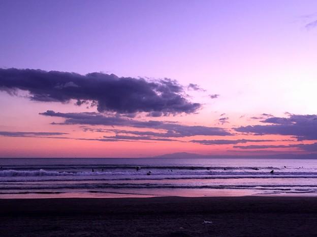 夕闇迫る湘南・鵠沼海岸 #湘南 #藤沢 #海 #波 #surfing #wave #mysky #夕焼け
