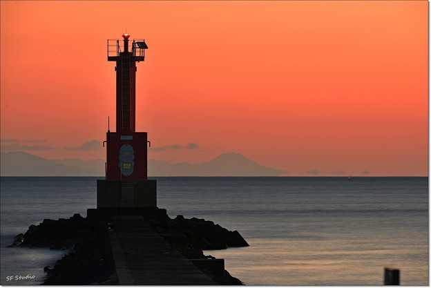 Photos: 遠目の富士山 160114