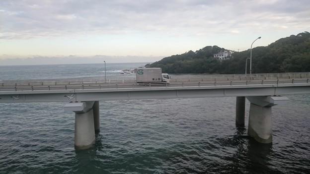 車窓に広がる太平洋 [JR 内房線 太海-江見]