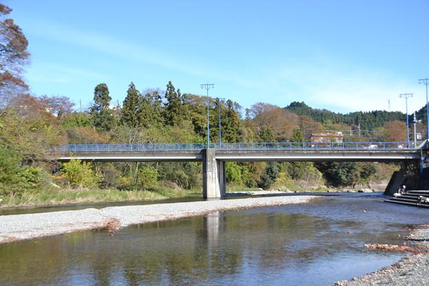 秋川橋と秋川 [東京都あきる野市]