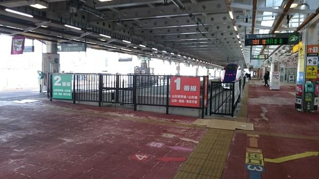 写真: 1-2番線ホーム [JR 新庄駅]