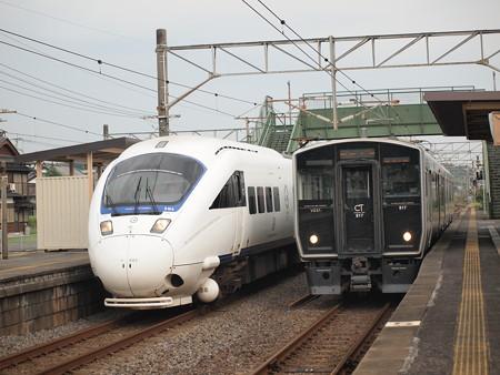 885系特急かもめ普通列車追い越し 長崎本線多良駅