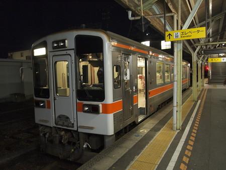 キハ11形普通 紀勢本線松阪駅