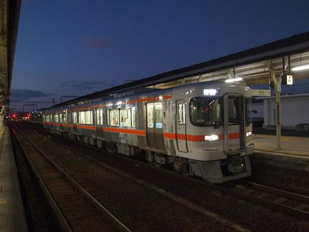 キハ25系普通 紀勢本線松阪駅01