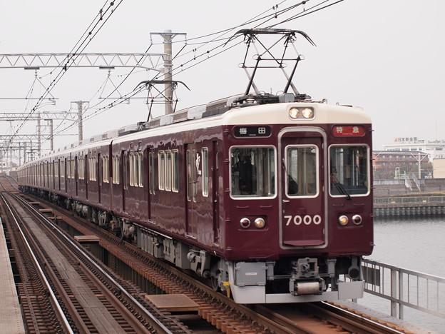 阪急7000系特急  阪急神戸線神崎川駅01