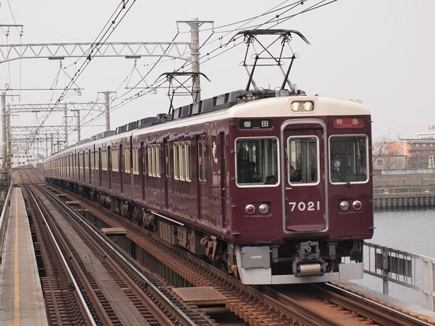 阪急7000系特急  阪急神戸線神崎川駅02