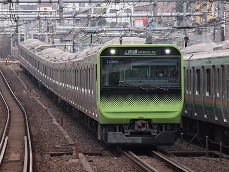 E235系普通  山手線駒込駅 01