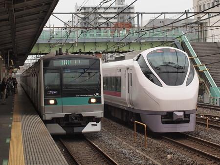 E657系特急ひたちとE233系各駅停車 常磐線北松戸駅