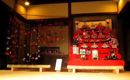 赤羽-北区ふるさと農家体験館-01旧松澤家住宅c吊るし雛と雛壇c