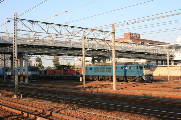 JR稲沢駅より夕日の中の機関車