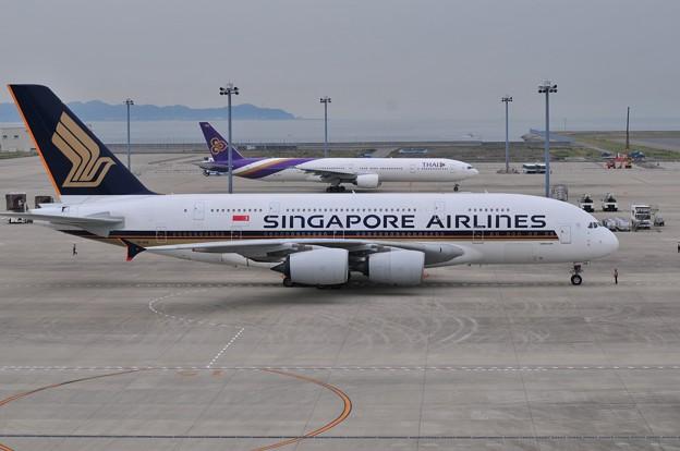 A380とB777並び-セントレアにて-
