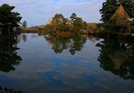 霞が池  池に映る雲 「トリミング」